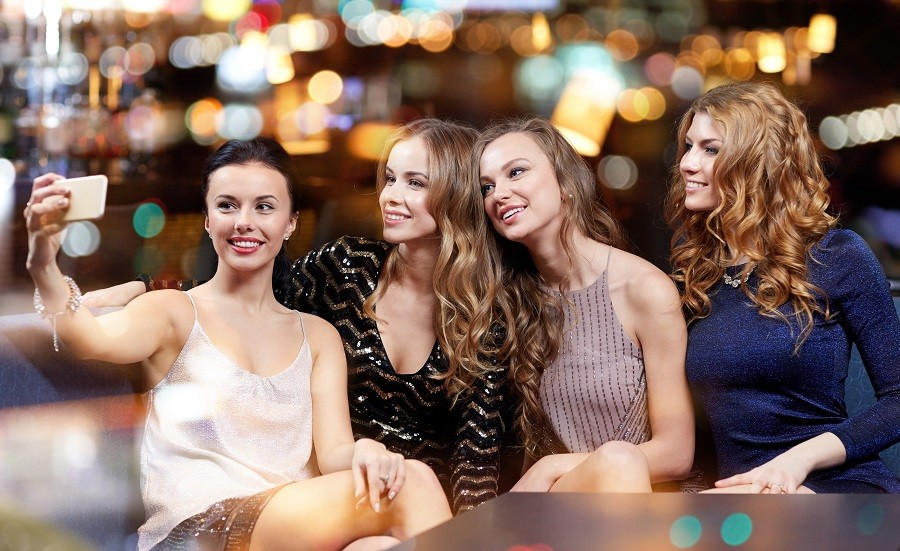 Looking Chic: How to Turn Heads and Look Fabulous at a Party